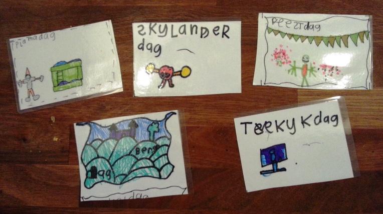 Set kaarten gemaakt door mijn oudste zoon met allemaal dingen die HIJ wil doen :)