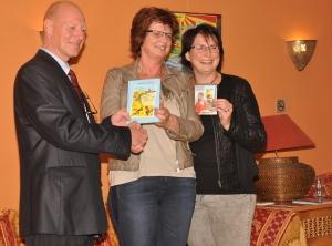 Aanbieden eerste boek Jamil & Jamila aan Oscar Bergamin